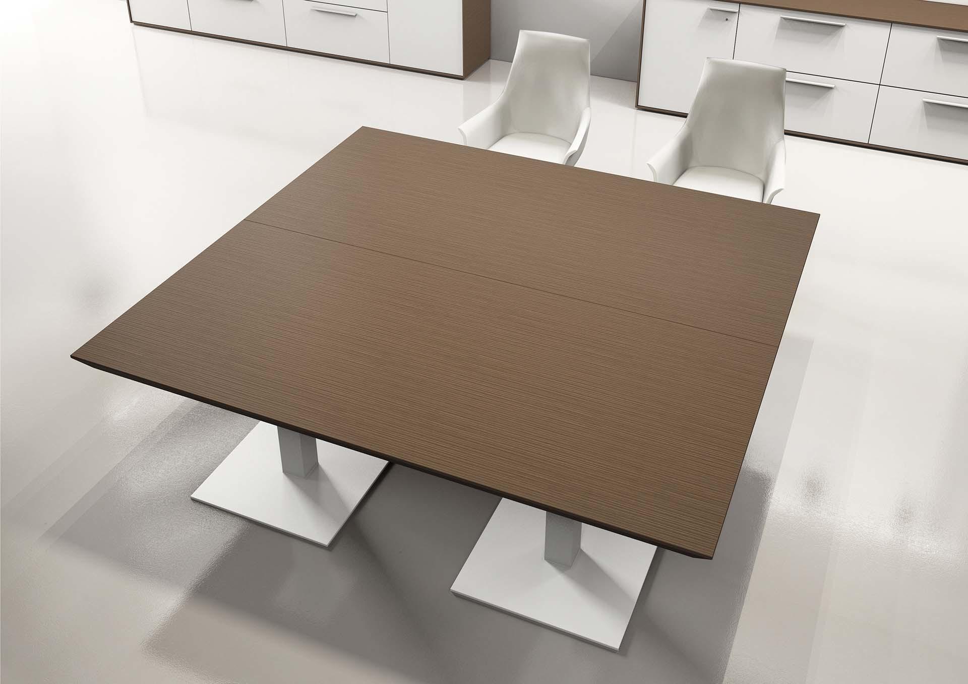 Tavolo per riunione in legno scuro
