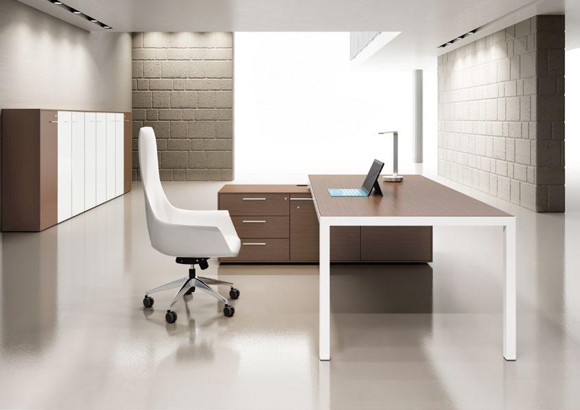 scrivania con struttura bianca